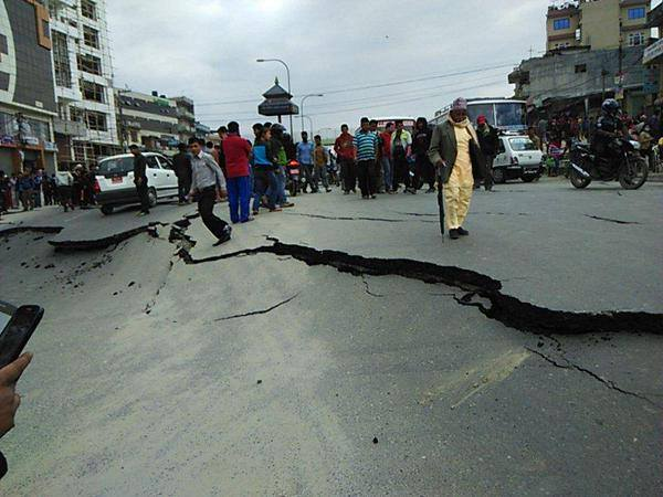 https://www.venado24.com.ar/archivos24/uploads/2015/04/First-images-coming-in-from-Nepal-after-the-devastating-quake.jpg