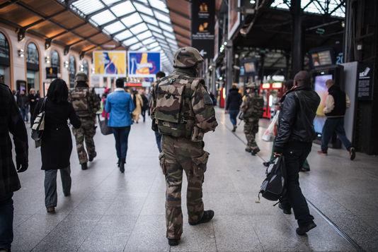 https://www.venado24.com.ar/archivos24/uploads/2015/11/francia_patrulla.jpg