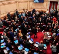 180808213626-argentina-congreso-aborto-dentro-del-senado-senadores-provida-proaborto-perspectivas-buenos-aires-full-169