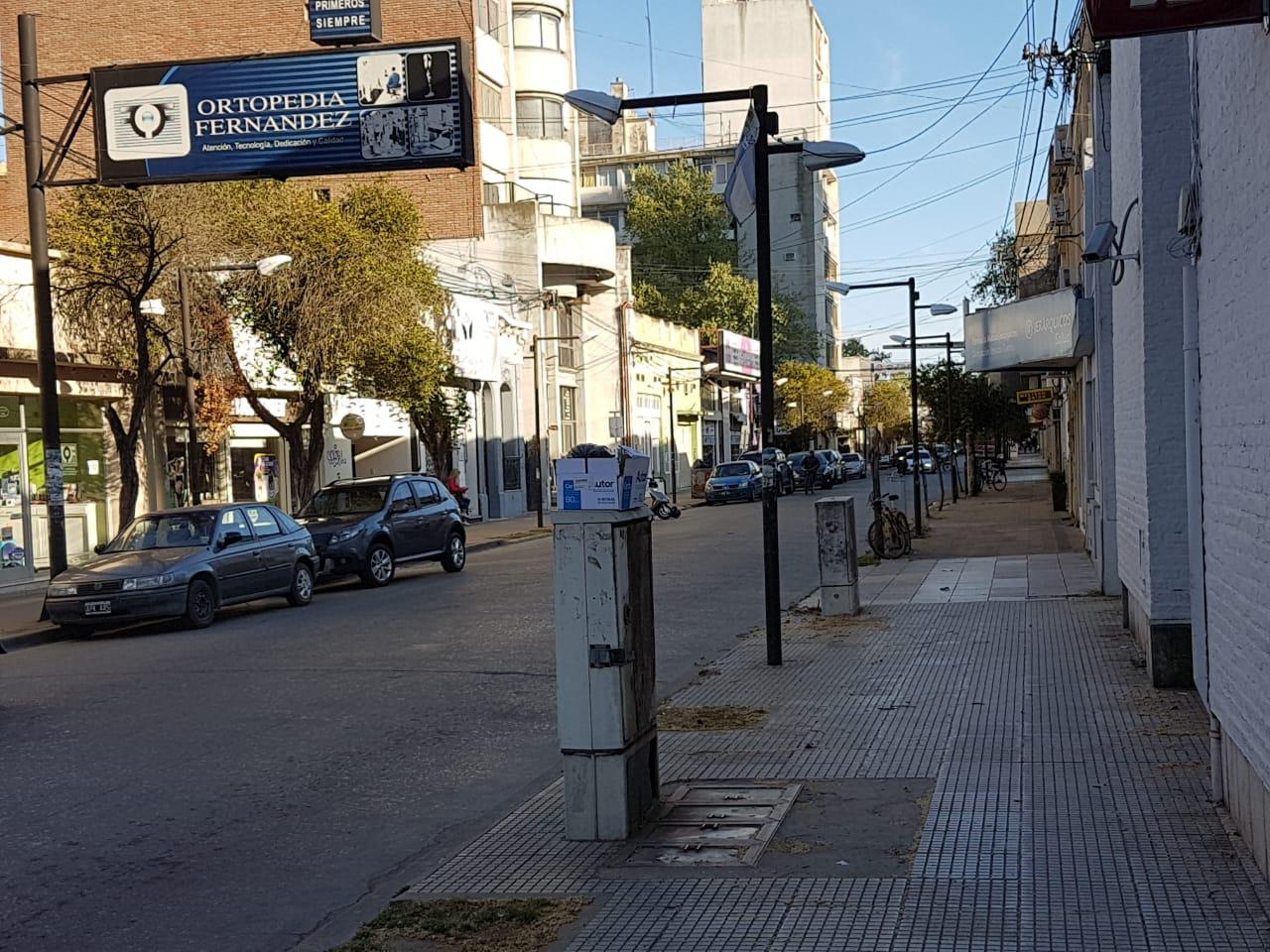 La calle San Martín desierta debida a la inexistente actividad de bancos y de organismos judiciales