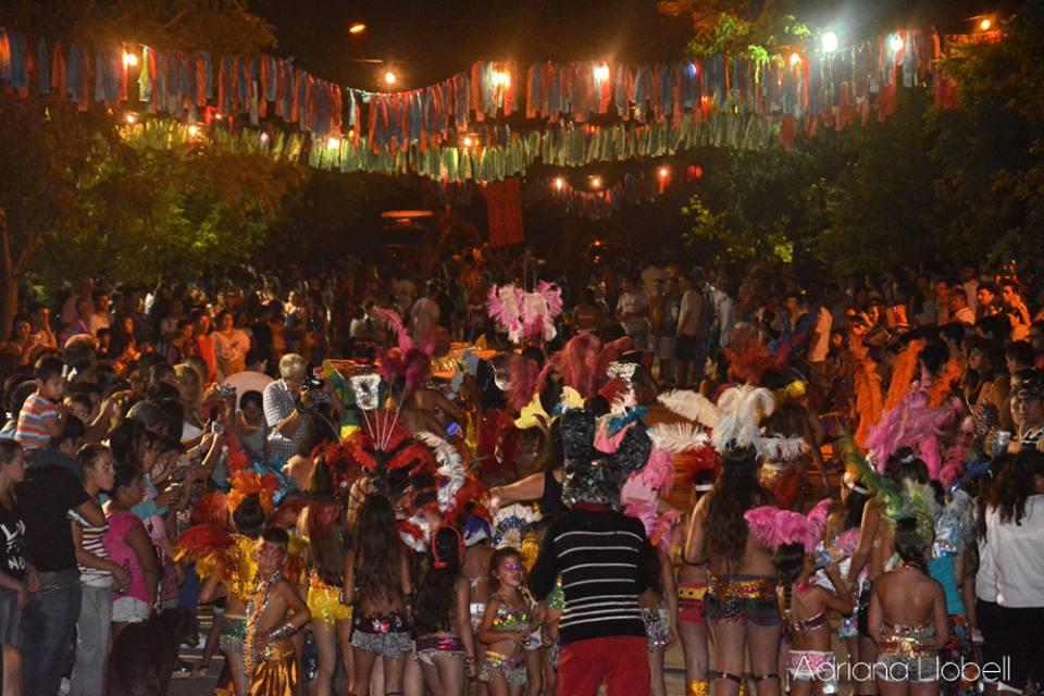https://www.venado24.com.ar/archivos24/uploads/2019/03/5000-personas-festejaron-carnaval-cien-por-ciento-local.jpg