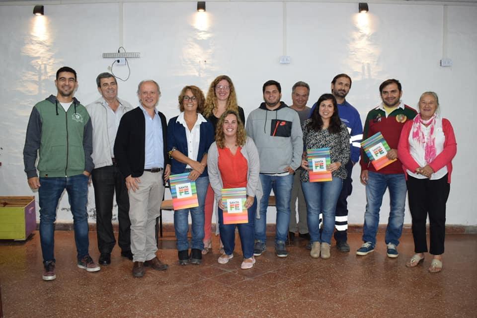 https://www.venado24.com.ar/archivos24/uploads/2019/03/thumbnail_Creditos-Hipotecarios.-Pieroni-Bellatti-y-Menghini-con-los-beficiarios..jpg