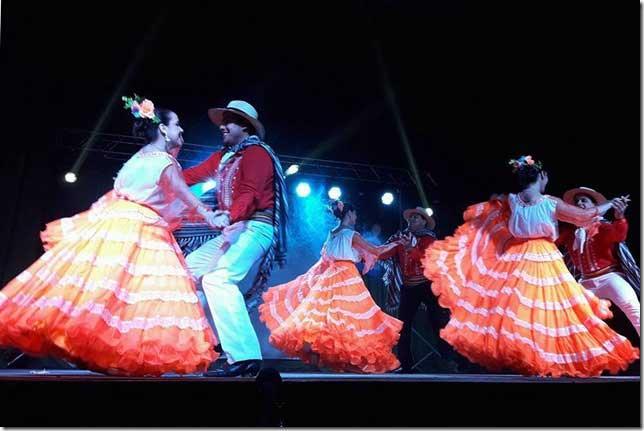 https://www.venado24.com.ar/archivos24/uploads/2019/07/Festival-de-Folcklore-Caminos-de-Tierra.jpg