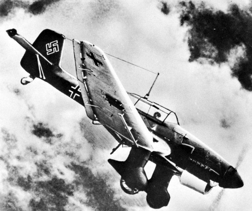 https://www.venado24.com.ar/archivos24/uploads/2019/12/German-dive-bomber-Stuka-Junkers-Ju-87-858x720.jpg