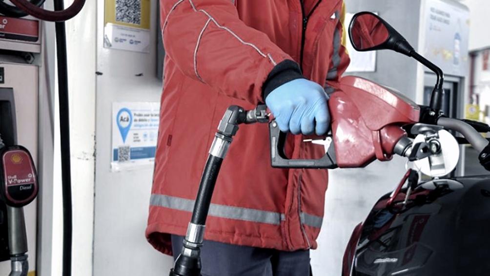 El Gobierno postergó hasta mediados de octubre la suba en el impuesto a los combustibles