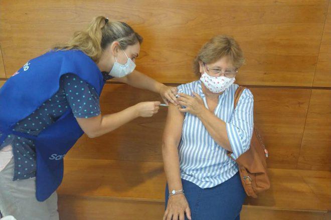 A partir de hoy colocan segunda dosis deSputnik V a mayores de 60 años en el Hospital Gutierrez