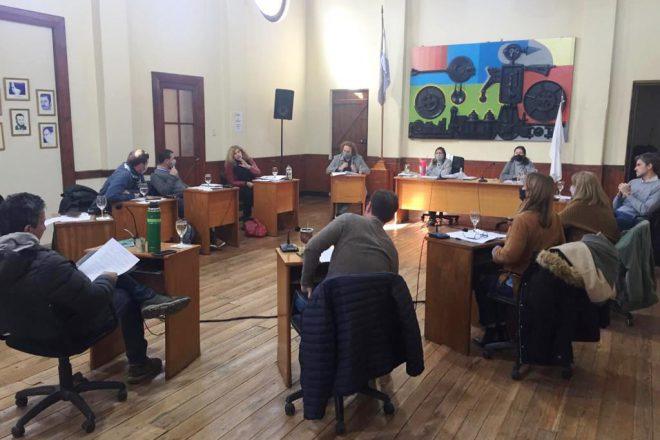 Concejo: un posteo del intendente disparó la polémica sobre las restricciones a gastronómicos