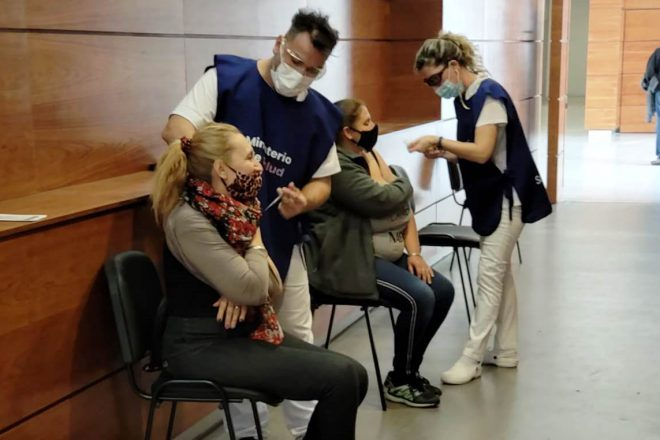 El Hospital Gutiérrez acelera la vacunación contra el Covid: llegarán a 1.800 dosis diarias