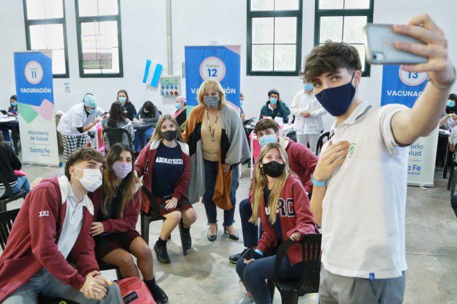 La provincia inició en Rosario la vacunación con Pfizer a personas de 12 a 17 años sin factores de riesgo